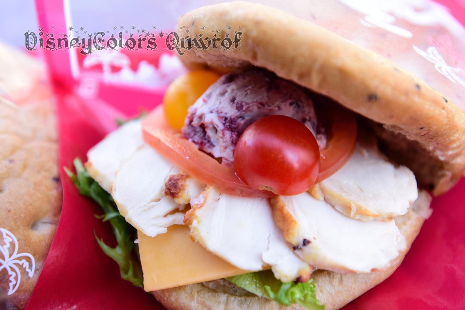 スウィートハート・カフェ ローストチキンとクランベリークリームチーズのサンドウィッチ